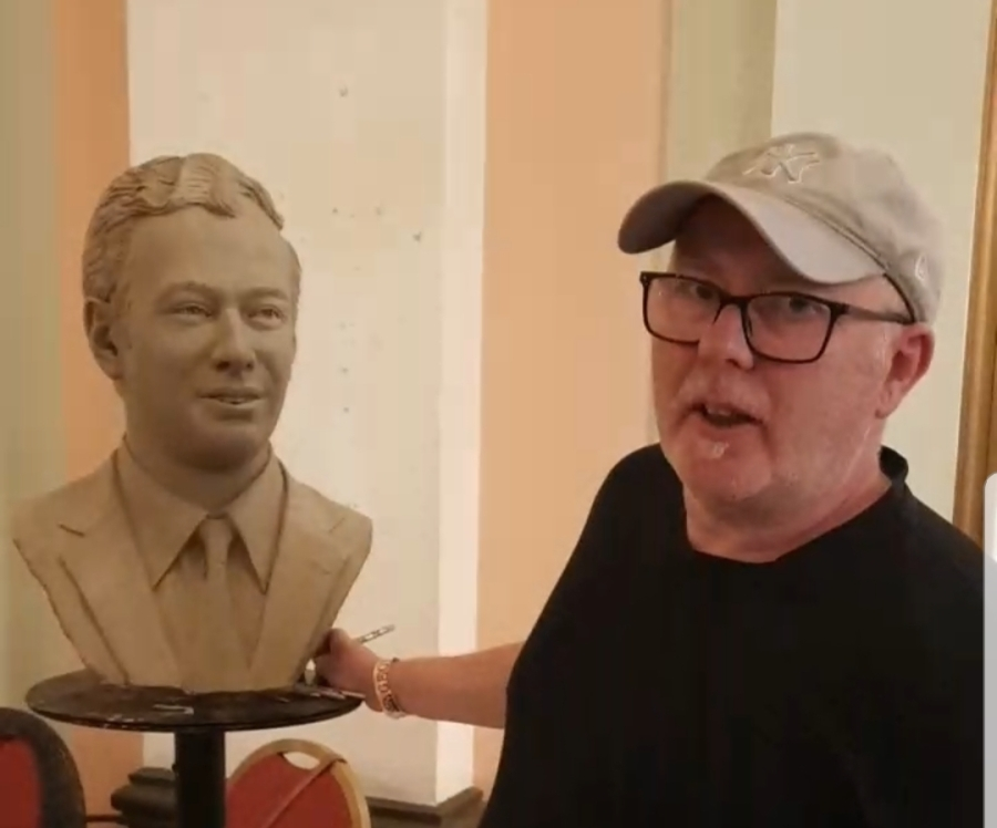 Andy Edwards with the bust of Brian Epstein